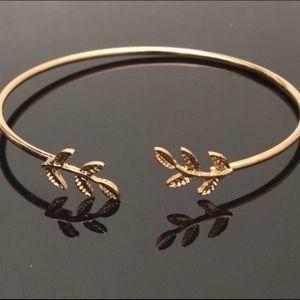 🆕 Boho Leaf Bangle Bracelet